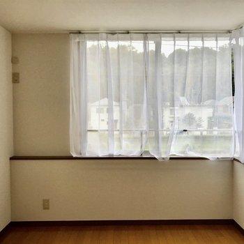 【洋室②】こちらは大きめのお部屋。