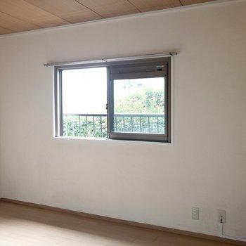 【洋室②】約5.7帖の洋室。ここは寝室にしようかな。