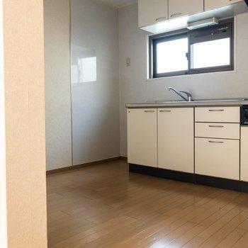 【キッチン】キッチンはスペース十分。