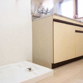 キッチン横には洗濯機置き場がありましたよ。