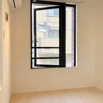 【洋室1】窓の下にベッドを置こうかな