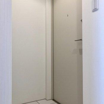 玄関には区切りがないので好きなところで区切りましょう