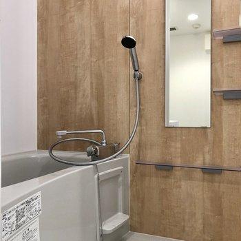 お風呂は温かみのある優しい空間に