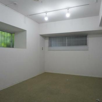 物置にもなりそうな小部屋もあります