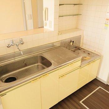 シンクが広いので、食器や調理器具が洗いやすいですね。※写真はクリーニング前のものです