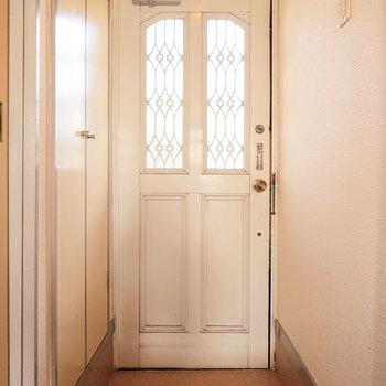 洋風の扉ですね。