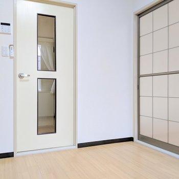 【DK】扉の向こうは玄関スペース