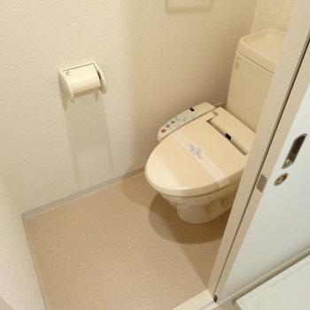 トイレはウォシュレット付き!とってもキレイ♪