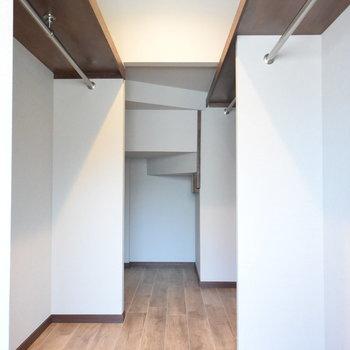 【1階】大きなウォークインクローゼット!階段下も上手に利用してくださいね