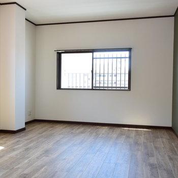 【2階・洋室③】窓はうれしい2面採光ですよ