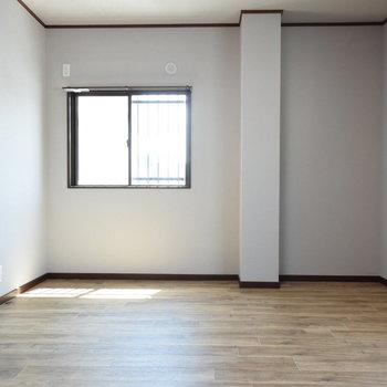 【1階・洋室①】約12帖の洋室
