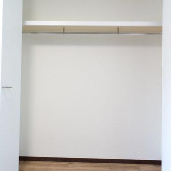【2階・洋室②】クローゼットもありますね