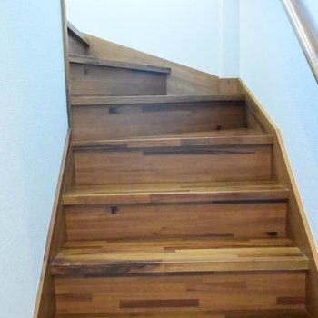階段を上がって2階へ