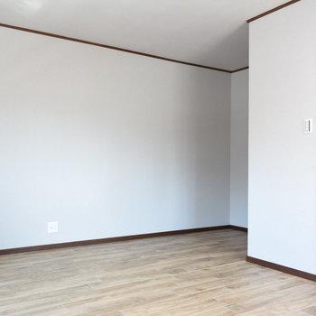 【1階・洋室①】ここからウォークインクローゼットにつながります