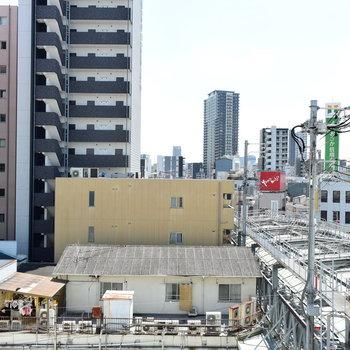 【1階】商店街の屋根が見えますね