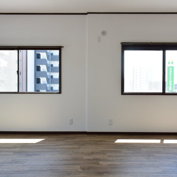 【2階・洋室④】窓もたくさんあってゆったりです
