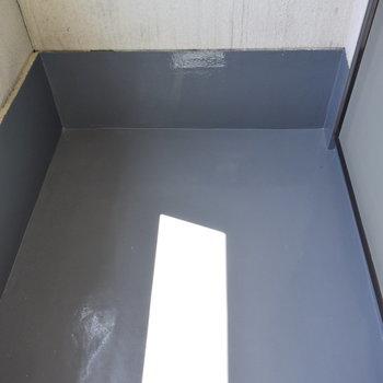 【1階】ベランダはちょっと狭め