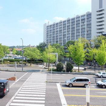 大通り沿いにあるマンションで遮るものがなく日当たり良好!