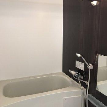 浴室はしっかり浴槽付き!