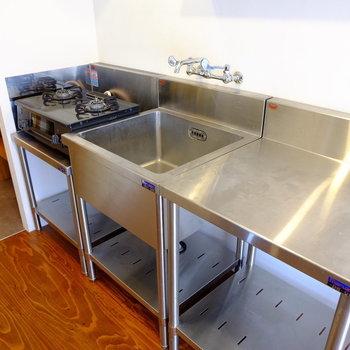 キッチンは男らしくステンレス