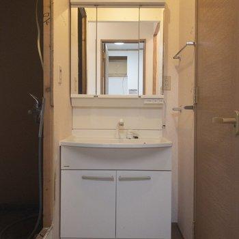 【工事前】この洗面台は既存利用です!きれい!
