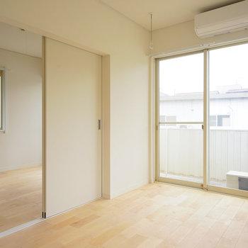 【イメージ】バーチの床は白色の壁と相性バッチリ