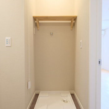 洗濯置き場は玄関の目の前に。
