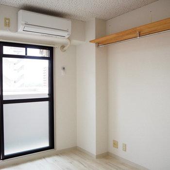 エアコンもしっかりついています!(※写真は7階の同間取り別部屋のものです)