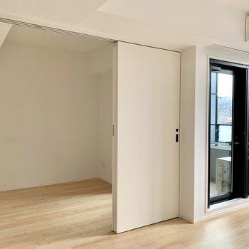 【ldk】洋室とは引き戸で仕切れます