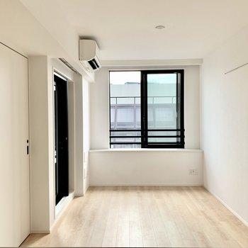 【ldk】白が基調とされた清潔感のあるお部屋です