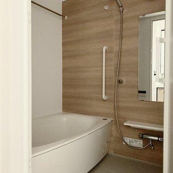 ゆったりできる、ホテルライクな浴室です
