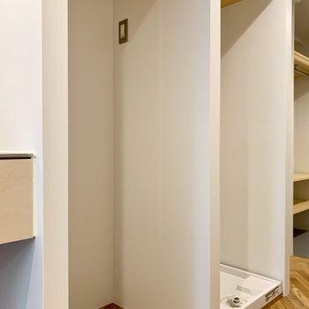 隣は、冷蔵庫置き場。上に物も置けそう。