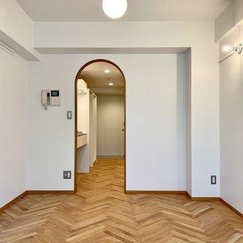 床は、玄関まで続いていますよ。