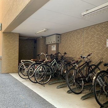 自転車置き場もあります〜