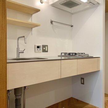 キッチンも広々。下も有効的に使えそう。