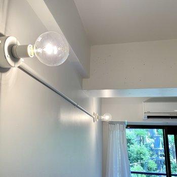 この電球がいい感じに。