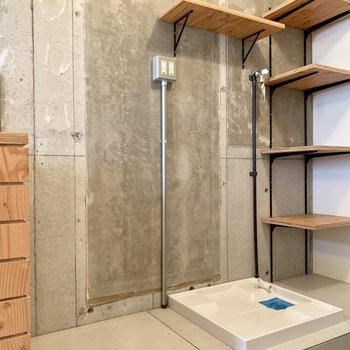 隣は、冷蔵庫と洗濯機置き場になります。