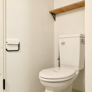 向かいはトイレになります。