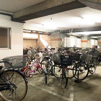 地下に駐輪スペースがあります。