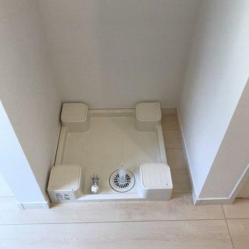 突っ張り棒で洗濯機を隠してもいいですね。