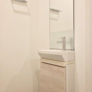 便利な手洗い場付きのトイレ。
