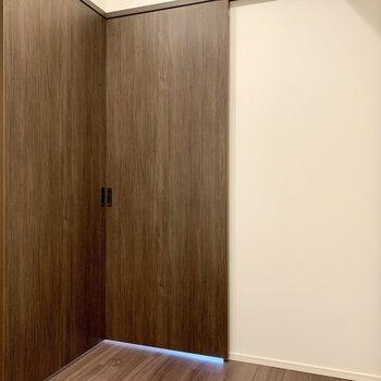 【洋室】寝るときは、扉を閉めて。※写真は4階の同間取り別部屋のものです