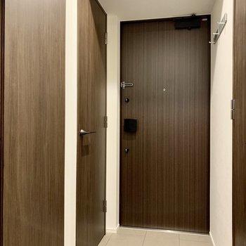 玄関はゆったりと。※写真は4階の同間取り別部屋のものです