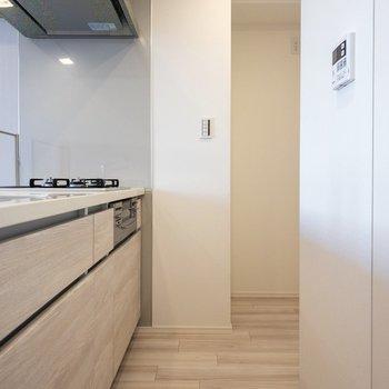 【LDK】正面奥には冷蔵庫が置けます。