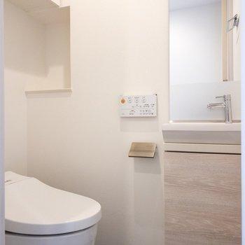 トイレにはコンパクトな洗い場があります。