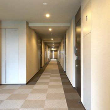 13Fの共用廊下。