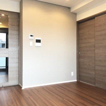 【DK】ベッドルームとの仕切りはスライドドア。