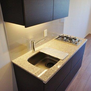 キッチンの大きさもいい感じ。※写真は4階の同間取り別部屋のものです