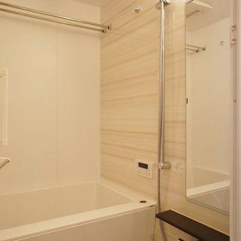 浴室乾燥機もありますよー※写真は4階の同間取り別部屋のものです