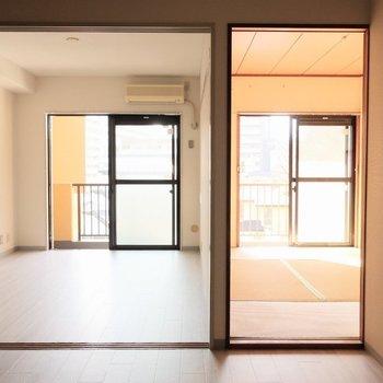 左に、洋室。右に和室。※写真は前回募集時のものです